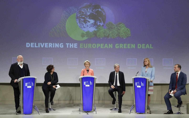EU-kommisjonens president Ursula von der Leyen (midten) la i juli fram EUs klimaplan.