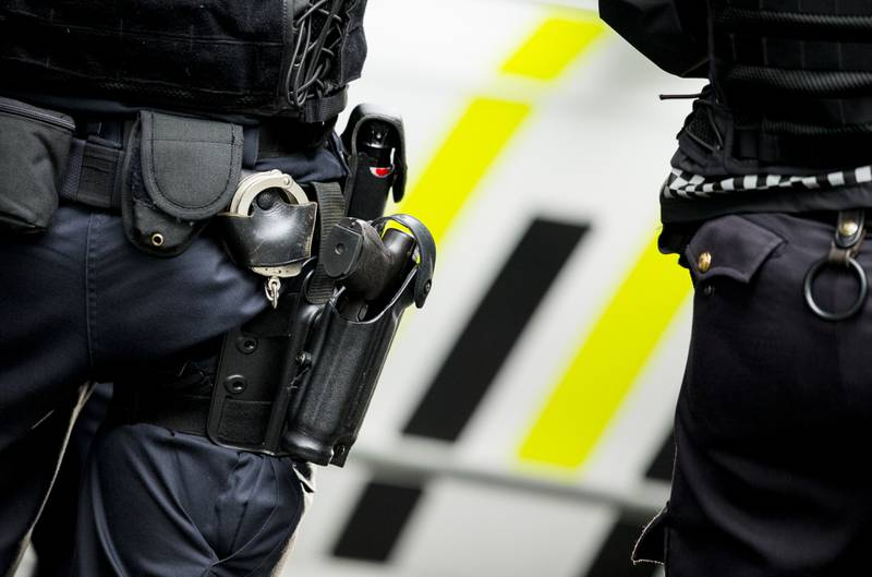 Væpnet politi i forbindelse med en aksjon i Oslo i 2015. Politiet er for tiden midlertidig bevæpnet. Foto: Vegard Wivestad Grøtt / NTB