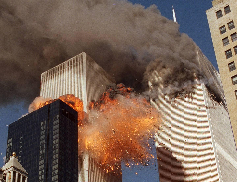 To av flyene ble fløyet inn i tårnene på World Trade Center. Svært mange av dem som døde 11. september, var på jobb i de to tårnene eller de jobbet i nødetatene og hadde rykket ut for å redde liv.