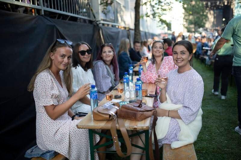 Silje, Kristin Vangtur, Eli, Stine og Martine er klare for en dag på festival.