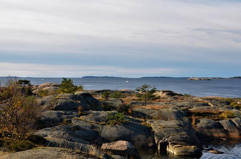 Pynten ligger rett ved friarealet Glufsa. Her kan du skue utover Lera og mot Strømtangen, Struten og Søsterøyene.