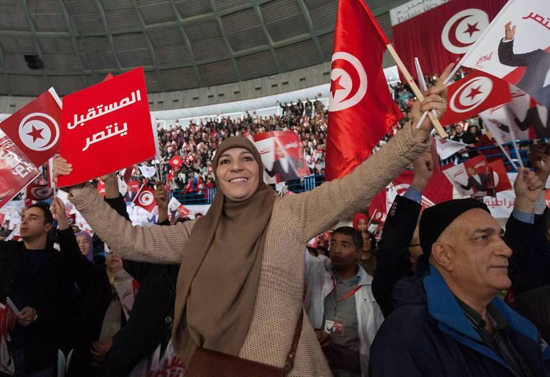 I morgen holdes andre runde av presidentvalget i Tunisia. Her fra et valgmøte til støtte for sittende president Moncef Marzouki. FOTO: AIMEN ZINE/NTB SCANPIX