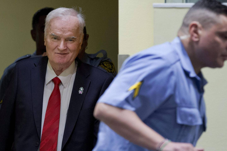 Radko Mladic på vei inn i retssalen for å motta livstidsdommen i 2017. Foto: AFP/NTB scanpix