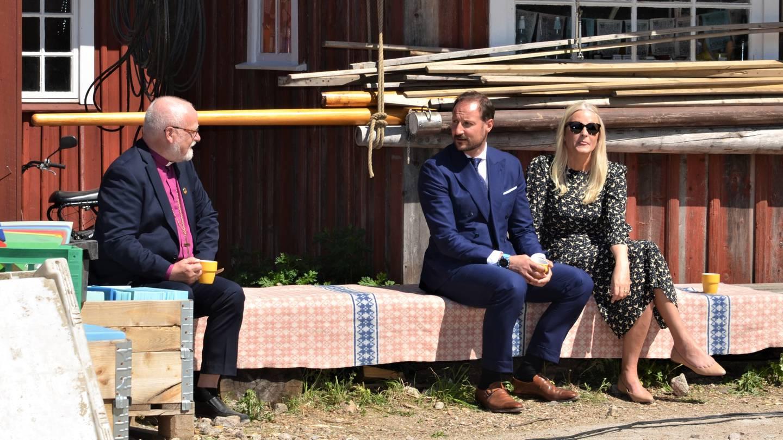 Kronprinsparet Haakon og Mette Marit  biskop Atle Sommerfeldt Håpets katedral