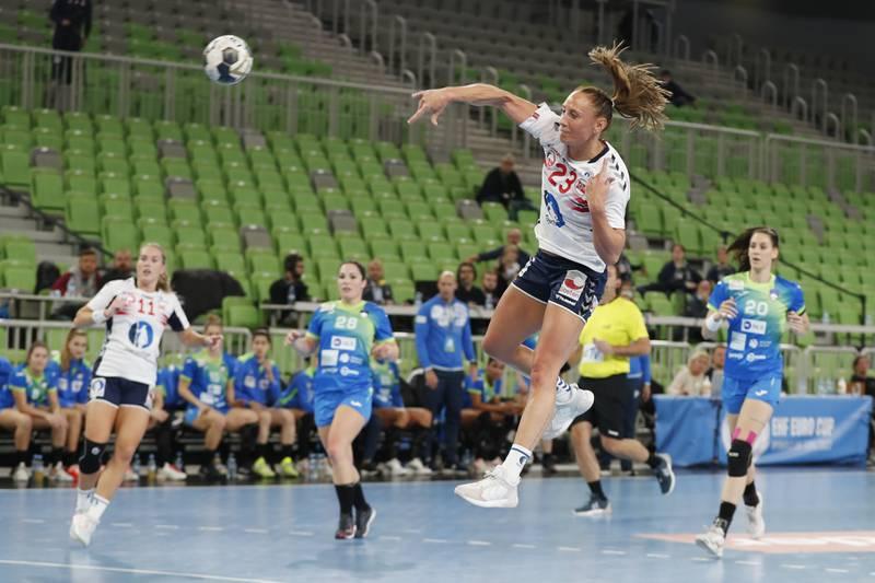 Camilla Herrem noterte seg for elleve scoringer i oppgjøret mot Slovenia søndag. Foto: Nikola Krstic / NTB