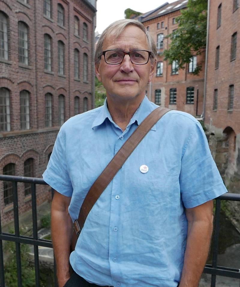 OVERRASKET: Eirik Tveiten (R).