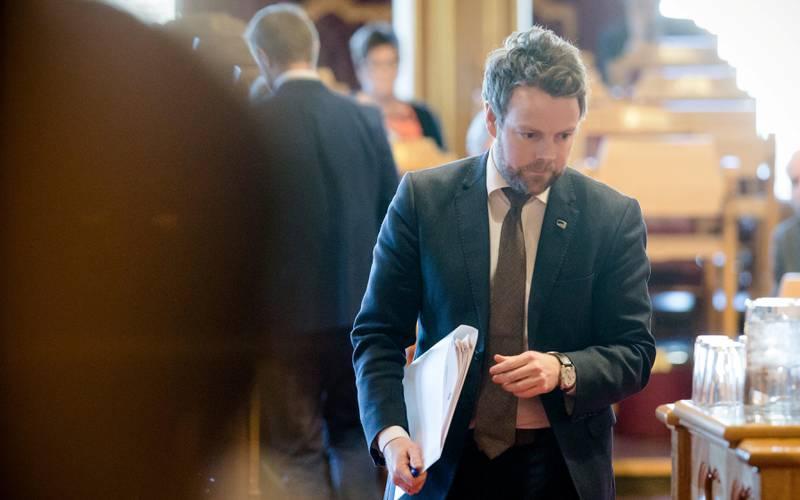 I går måtte kunnskapsminister Torbjørn Røe Isaksen (H) nok en gang svare Stortinget på hva som egentlig skjedde med forsøksordningen med 600 flere lærere i ungdomsskolen. FOTO: AUDUN BRAASTAD/NTB SCANPIX