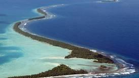 Solen går ned over barna i Tuvalu