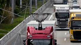 Stadig flere land tester ut elektriske motorveier – Kan også bli virkeligheten på norske veier