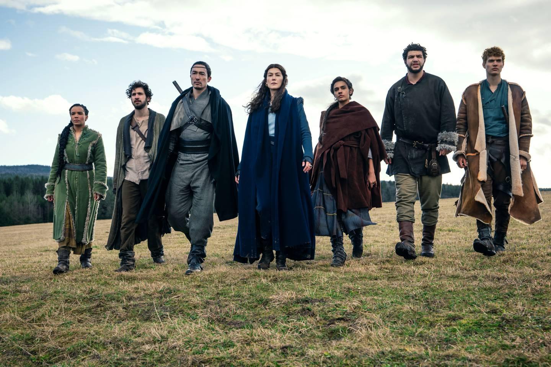 Rosamund Pike har hovedrollen i den nye fantasyserien fra Amazon Prime: «Wheel of Time». Kommer på nett i november.