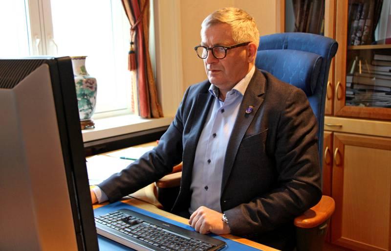 Glad for initiativet: Ordfører i Drammen Tore Opdal Hansen (H) er veldig glad for at SOS-barnebyer      har valgt ut Drammen som en av tre pilotkommuner for prosjektet «Under samme tak». FOTO: KENNETH LIA SOLBERG
