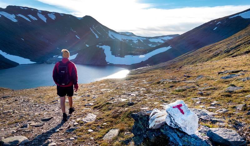 Oppdal  20180704. Mann på tur til Blåhøa. Blåhøa er et fjell i Oppdal kommune i Trøndelag. 1 671 meter over havet og er det høyeste fjellet i Trollheimen når en ser bort fra Innerdalen. Modellklarert. Foto: Gorm Kallestad / NTB