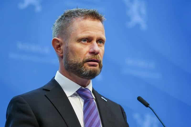 Helse- og omsorgsminister Bent Høie under en pressekonferanse om koronasituasjonen.