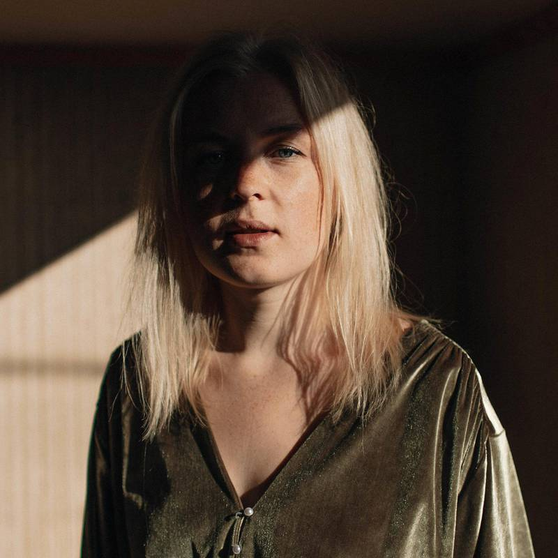 Siril Malmedal Hauge overbeviser med sitt første soloalbum.