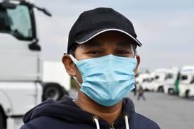 «Alejandro» fra Filippinene frakter laks i Norge for 25 kroner timen