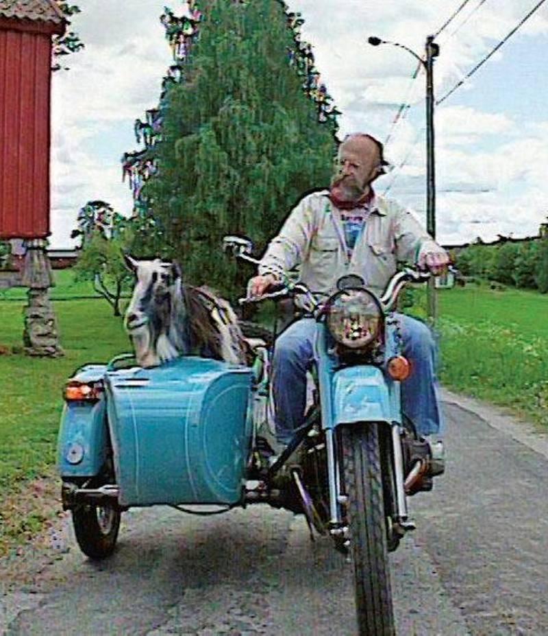 Geitebukken Trygve og Karl Dahle på motorsykkeltur i 1994.
