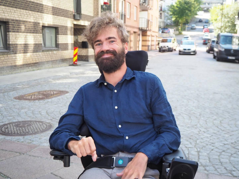 Alexander Petersen engasjerer seg i organisasjonsarbeid og leverer snart master i engelsk lingvistikk. Men han håper at erfaringene han har fått ved å være funksjonshemmet, blir anerkjent på lik linje som annen erfaring.