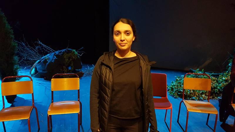 Hanan Benammar, skuespiller i forestillingen «Ways of Seeing», her på scenen etter at stykket ble vist på Vega Scene