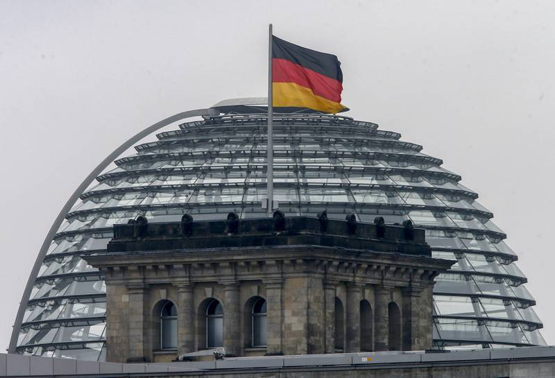 Riksdagsbygningen i Berlin. Tyskland mener at russiske hackere har forsøkt å stjele data fra tyske parlamentarikere for å spre desinformasjon før valget om tre uker. Foto: Michael Probst / AP / NTB