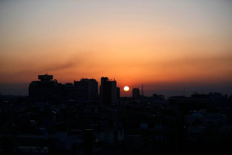 Solen går opp over Damaskus etter nattens angrep.
