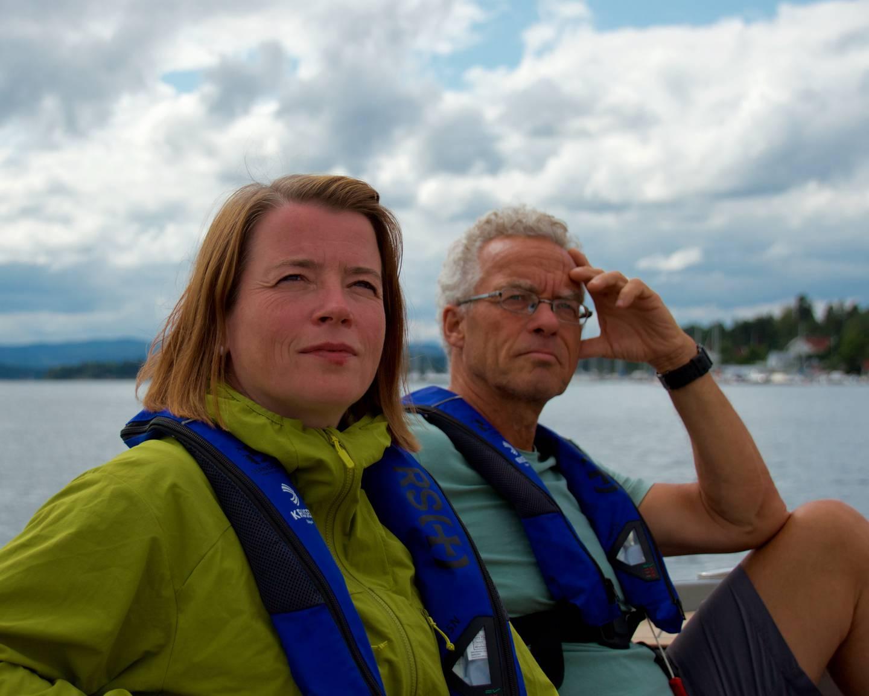 Rasmus Hansson og Kriss Rokkan Iversen fra MDG var torsdag på befaring utenfor Fornebu, hvor steiner fra Fornebutunnelen skal dumpes.