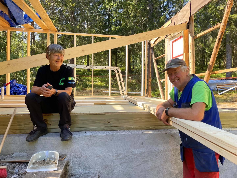 Oddveig og Torgny Moen renoverer hytta si i Drammensmarka.
