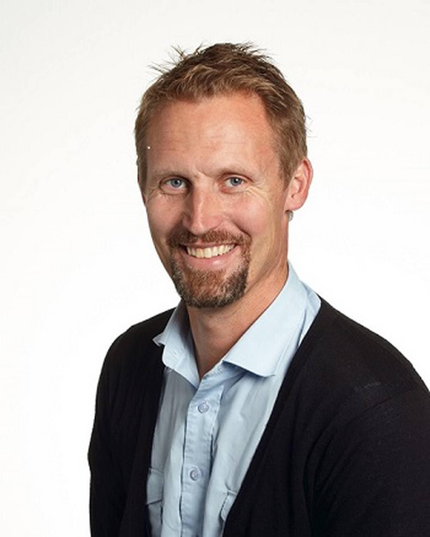 Ole Marius Hylland har skrevet bok om norske fylleord