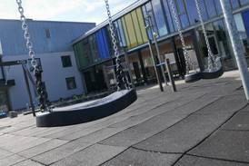 Advarer Østfold-kommunene mot å stenge skoler