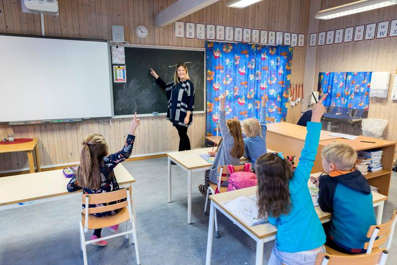 Trondheim  20171009. Elever og lærer i klassesituasjon på barneskole.  Modellklarert. Foto: Gorm Kallestad / NTB scanpix