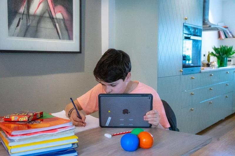Fersk forskning viser at elever presterer dårligere etter hjemmeundervisning. Nå krever elevene mer dybdelæring for å komme seg gjennom skoleløpet.