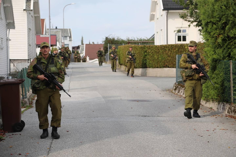 HV-soldater øver på Ålgård. Fram til fredag trener over 2000 soldater på ulike områder i fylket.