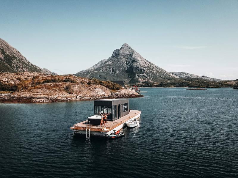 Flytt inn i din egen, flytende husbåt på Helgekandskysten!