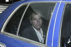 Dommer vurderer å oppheve restriksjoner for mannen som forsøkte å drepe Reagan