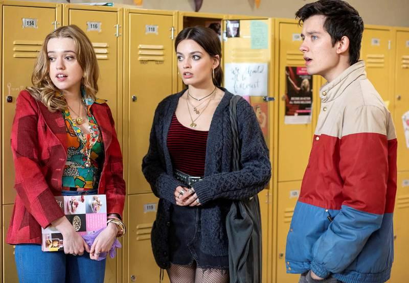 Aimee Lou Wood (t.v.) i Netflix-suksessen «Sex Education», som spilles inn med bistand fra såkalte intimitetskoordinatorer. Foto: Netflix / Presse