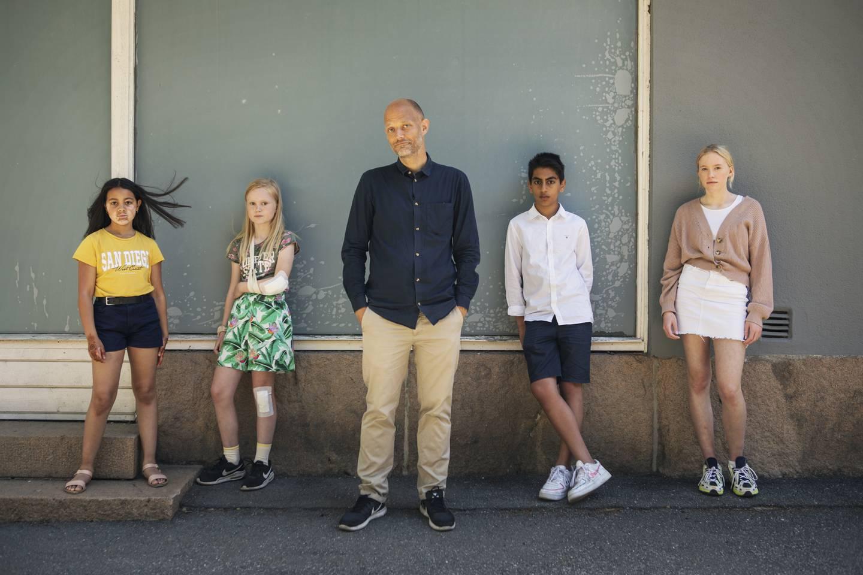 Fire barn spiller hovedrollene i Eskil Vogts Cannes-klare thriller «De uskyldige». Her regissøren flankert av Mina Yasmin Bremseth Asheim (fra venstre), Rakel Leonora Fløttum, Sam Ashraf og Alva Brynsmo Ramstad