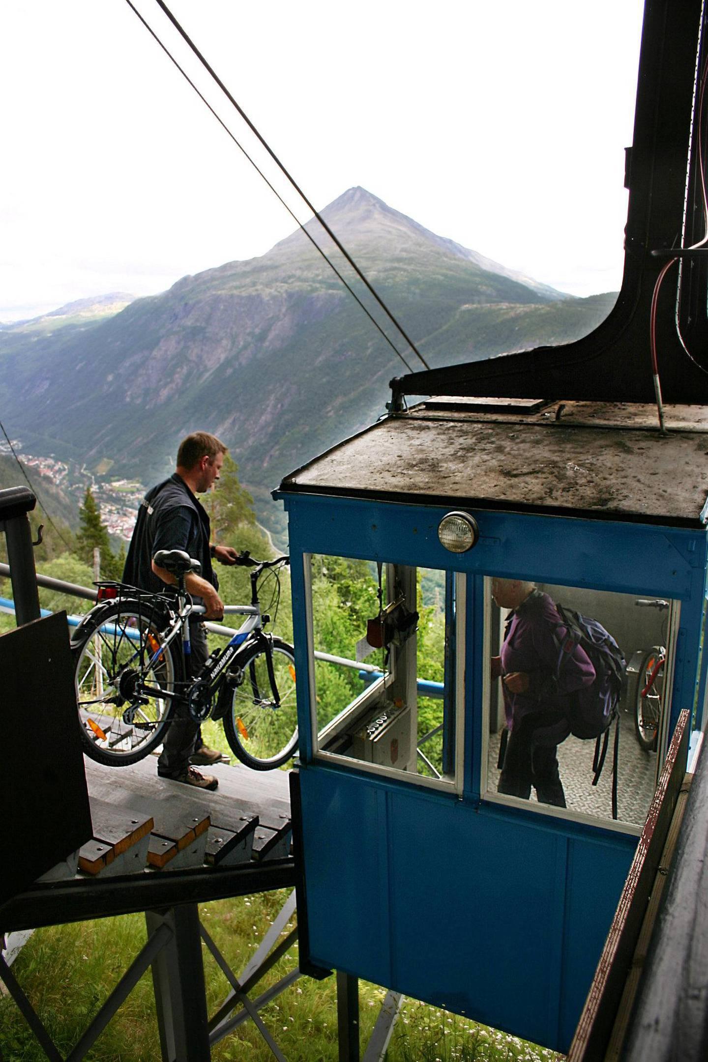Ta med sykkelen på Krossobanen, og tråkk deg innover i høstfargene på Hardangervidda! FOTO: CHRISTINE BAGLO