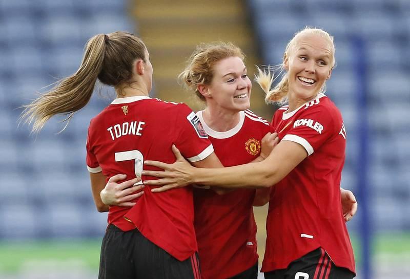 Maria Thorisdottir feirer sitt første mål for Manchester United med lagvenninnene.