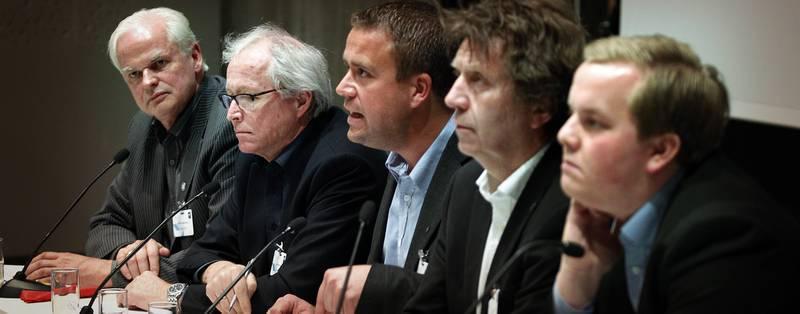 Eirik Faret Sakariassen (foran) deltok i paneldebatt sammen med Odd Kristian Reme, Odd Arild Kvaløy, Tore B. Kallevig og Per A. Thorbjørnsen.