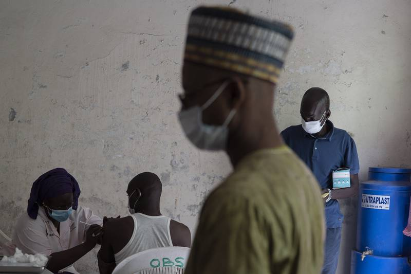WHO sier det blir en økning i leveransene av vaksiner til Afrika framover. Foto: AP / NTB