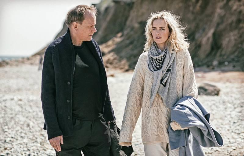 Stellan Skarsgård med tyske Nina Hoss i «Return To Montauk», en av konkurransefilmene i Berlin som betyr at Skarsgård er nominert til sølvbjørn som skuespiller. FOTO: BERLINALE