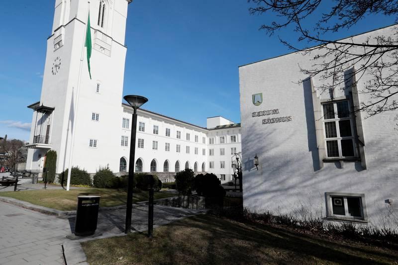 SANDVIKA  20170407. Bærum rådhus, Rådhustorget, Bærum. Foto: Lise Åserud / NTB