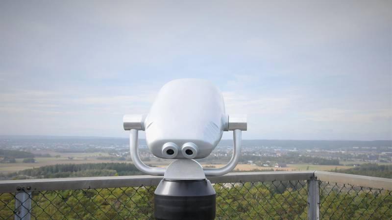 Den nye kikkerten i toppen av tårnet på Borge Varde (Vetatoppen) er gratis å bruke for alle. Men husk håndsprit!