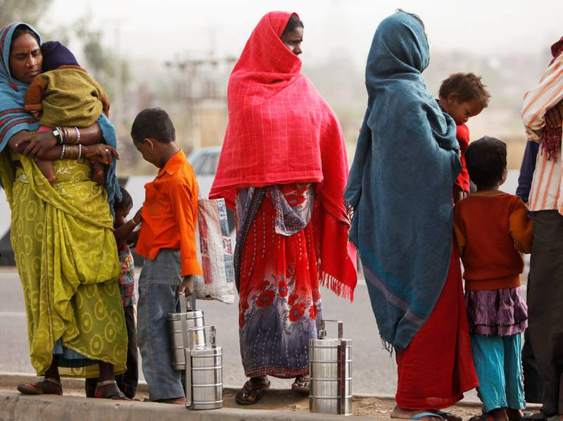 Verdens land har blitt enige om å utrydde fattigdommen    innen 2030. Det er ikke mulig uten å ta fra de aller rikeste og fordele verdiene i verden bedre, mener hjelpeorganisasjonen Oxfam. India er et av landene i verden der forskjellene nå øker i rasende fart. FOTO: CHANNI ANAND/NTB SCANPIX