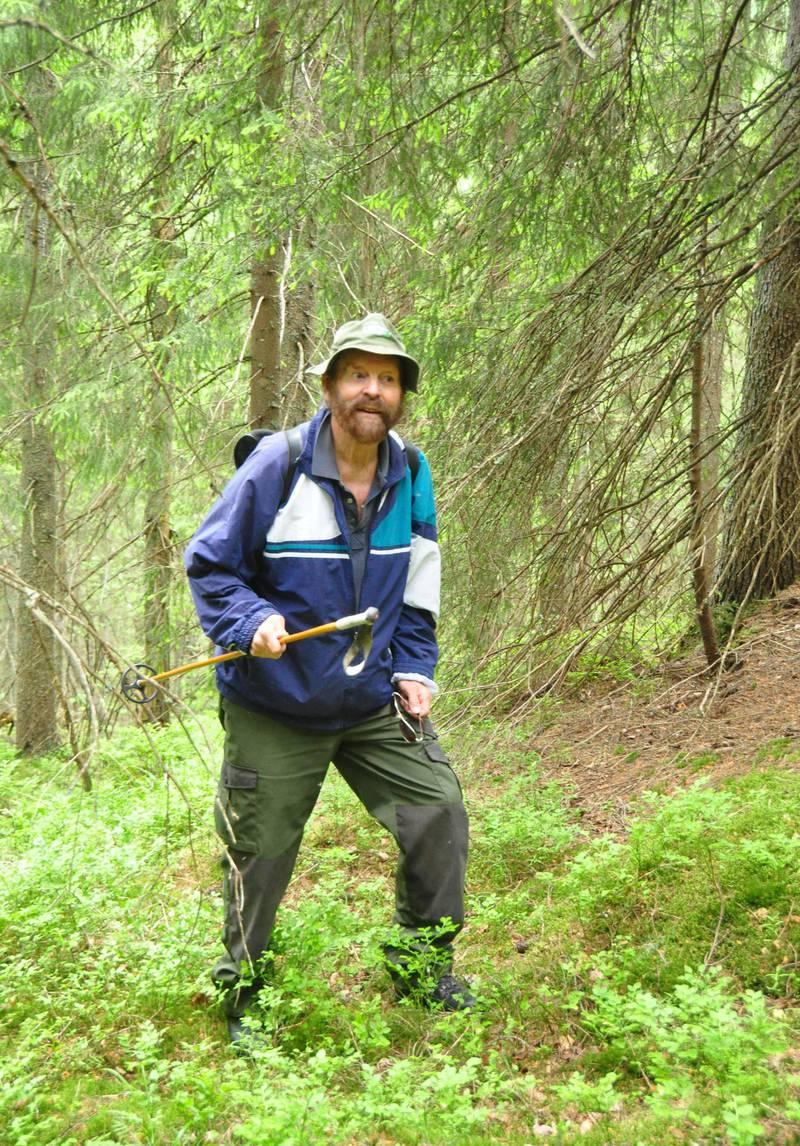 ildsjel: Allerede som guttunge begynte Sverre M. Fjelstad å formidle sine naturopplevelser til andre. Som 87-åring er han fortsatt et friluftsmenneske. Bildet er tatt i 2013 under en tur i området som kan bli selve hjertet i den nye nasjonalparken i Østmarka.FOTO: GJERMUND ANDERSEN