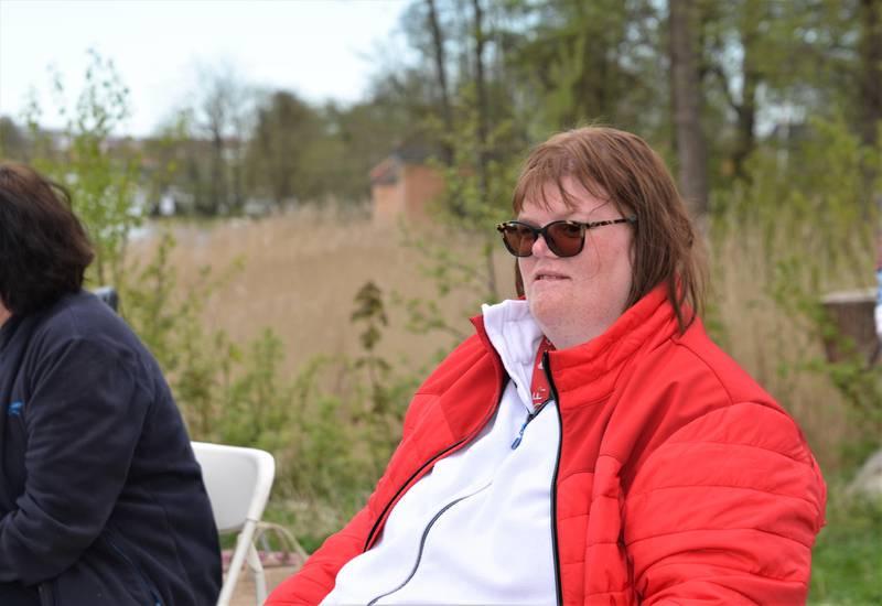 Beate Haugdal har vært med i Ekko-koret i mange år. Koronapandemien har satt en stopp for øvelsene på Mineberget, men konserten på Isegran ble i alle fall et lite plaster på såret når savnet etter musikk blir for stort, mente hun.