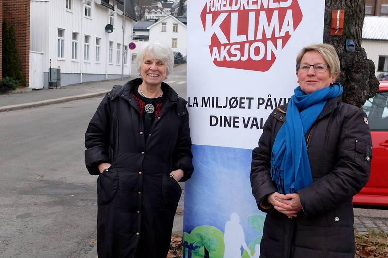 Elisabeth Briseid (t.v.) og Turid Lilleheie i Besteforeldrenes klimaaksjon er hjertelig til stede under Klimafestivalen §112 - som varer til og med 14. januar. FOTO: PERNILLE VESTENGEN