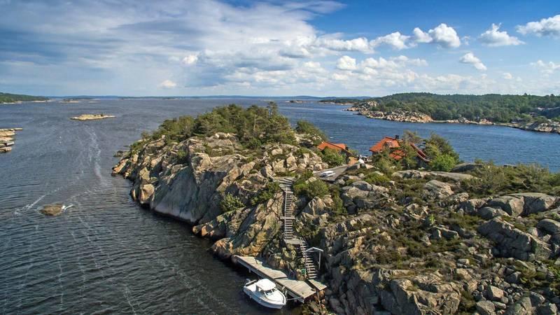 EGEN ØY: På Lille Granholmen i Hvaler-skjærgården ligger denne hytta til 9,9 millioner.