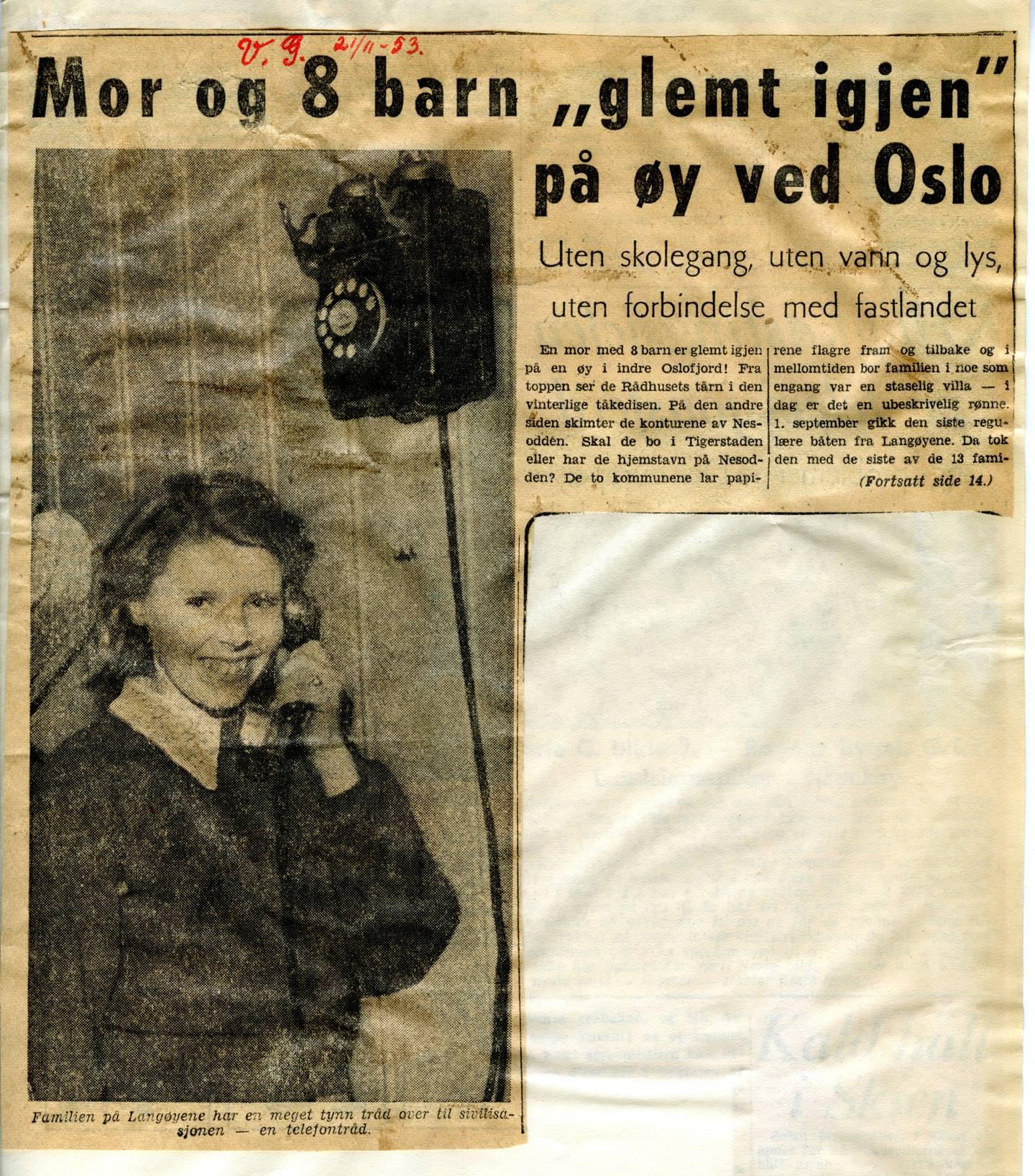 På det meste bodde det over 150 barn og voksne i de kommunale boligene på Langøyene. De fleste ble flyttet i 1953, men en mor med åtte barn ble sittende igjen helt alene uten ny bolig. VG skrev om familien som ble værende igjen Langøyene.