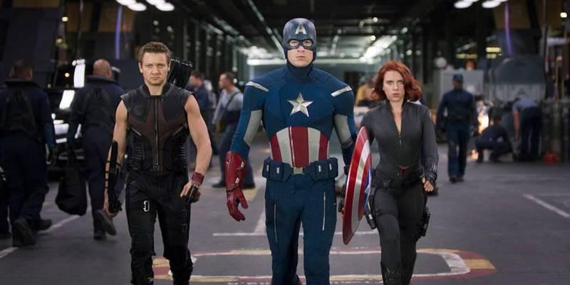 Captain America, Hawkeye og Black Widow i den første filmen om Marvel-supergruppa The Avengers.