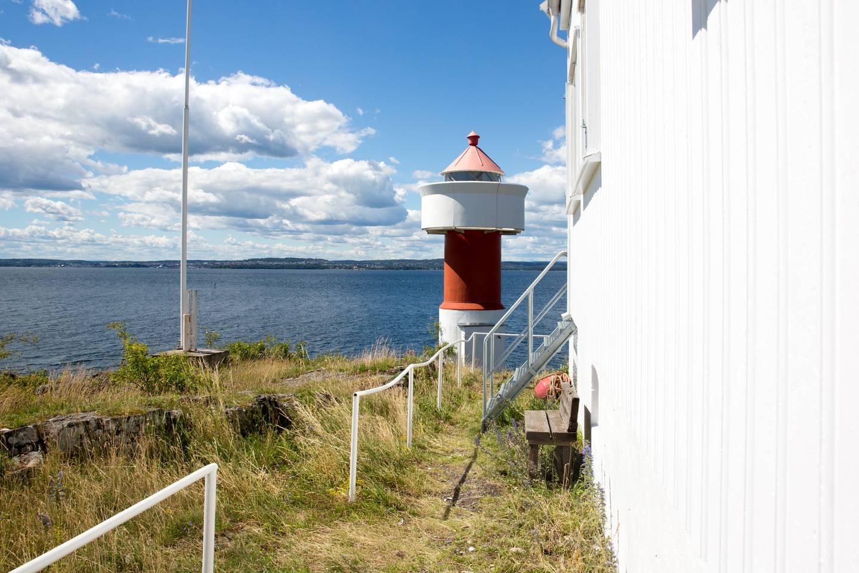 Også ved Gullholmen fyr i Oslofjorden ble det målt en snittemperatur på nærmere 20 grader i juli, og makstemperatur på nesten 30.